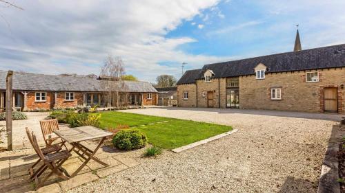 Collection of five spacious barns near Faringdon