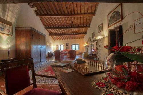 A seating area at Villa Campestri Olive Oil Resort