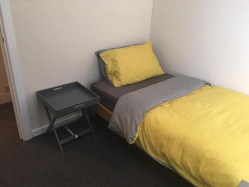 A bed or beds in a room at Gordon Road Apartment Chatham
