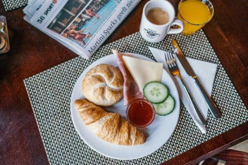 Breakfast options available to guests at Martini Hotel