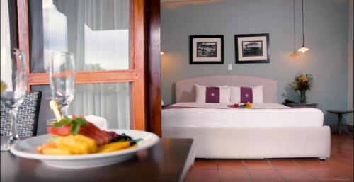 A bed or beds in a room at Hotel Boutique Alta Las Palomas