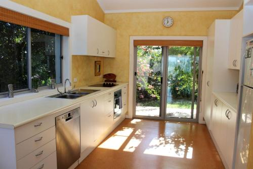 A kitchen or kitchenette at BELLISSIMO