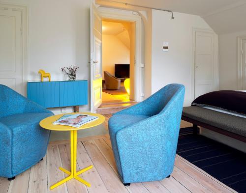 En sittgrupp på Hotel Skeppsholmen, a Member of Design Hotels™