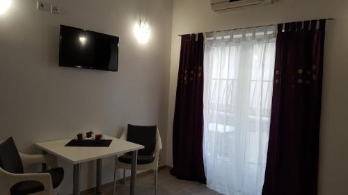 TV a/nebo společenská místnost v ubytování Apartments Matić