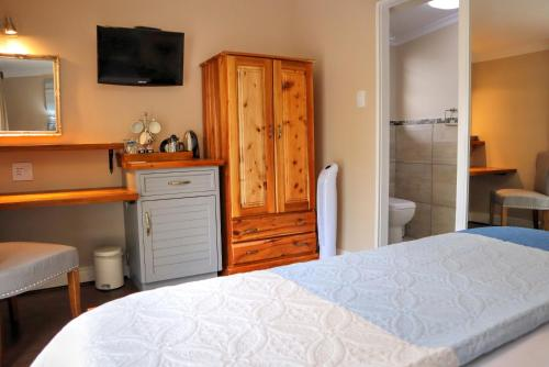 A bed or beds in a room at Caledon 23 Country House