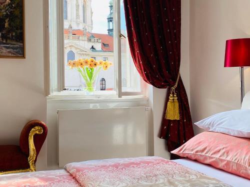 Letto o letti in una camera di Malostranská Residence