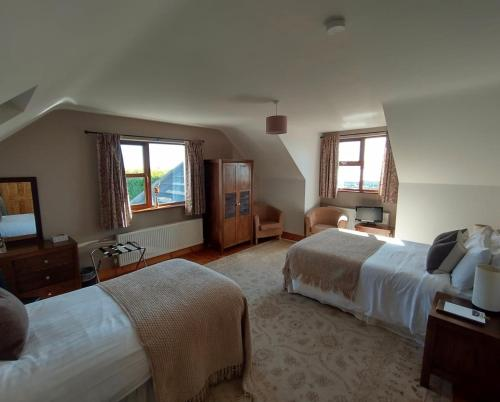 A bed or beds in a room at Inishowen Lodge B&B