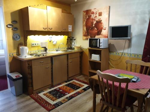 A kitchen or kitchenette at Haus Jutta