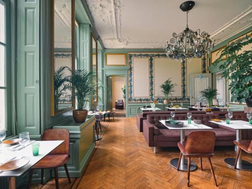 Een restaurant of ander eetgelegenheid bij Eco Hotel Plantage Rococo