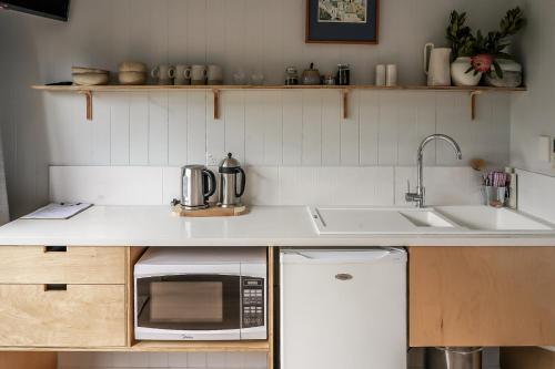 A kitchen or kitchenette at La Dolce Vita