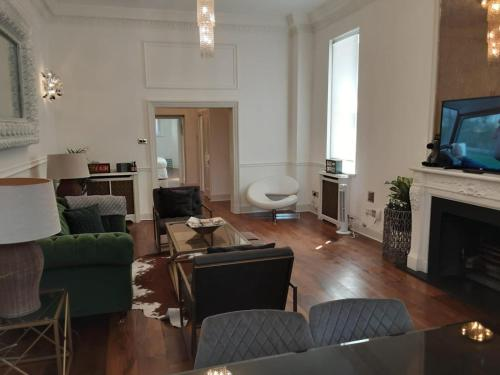 3 Bed luxury furnished Chelsea Apartment