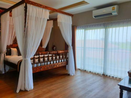 A bed or beds in a room at Chunlee Grand Hotel