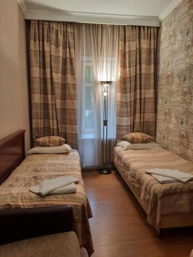 Кровать или кровати в номере Отель Калифорния на Покровке