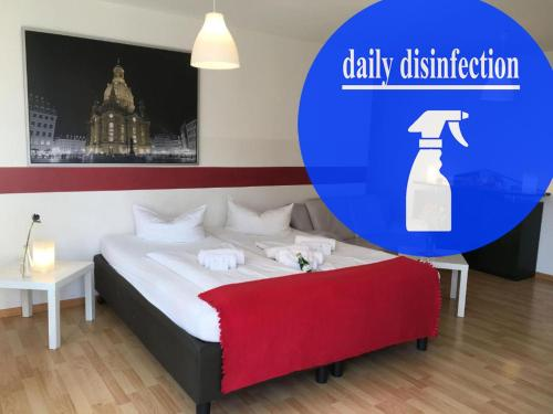 A bed or beds in a room at Hotel & Apartments Altstadtperle