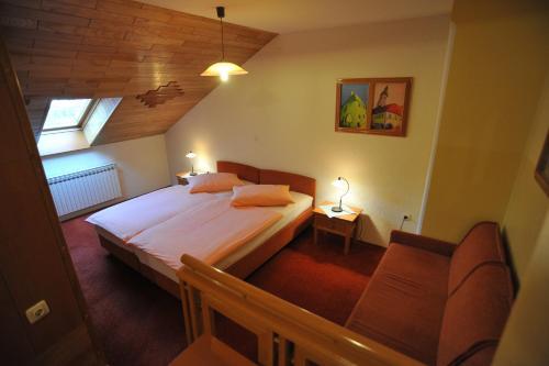 Ein Bett oder Betten in einem Zimmer der Unterkunft Pansion Maltar Varaždin