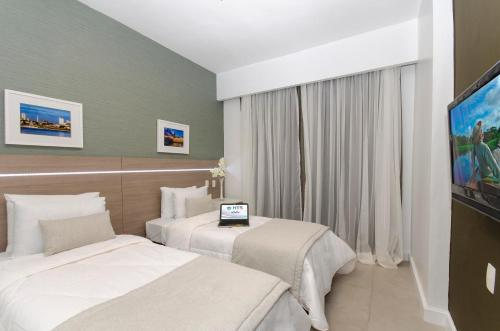 A bed or beds in a room at Hotel Adrianópolis All Suites
