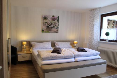 Ein Bett oder Betten in einem Zimmer der Unterkunft Ferienwohnung Bergluft
