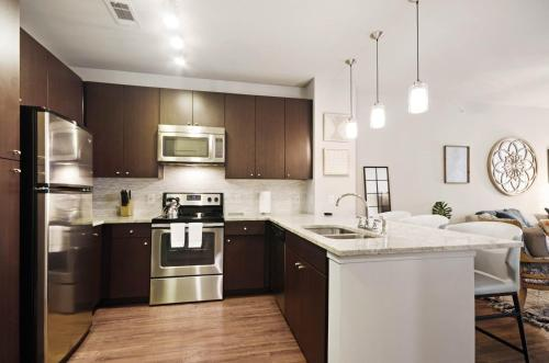 A kitchen or kitchenette at Bell Knox Apartments