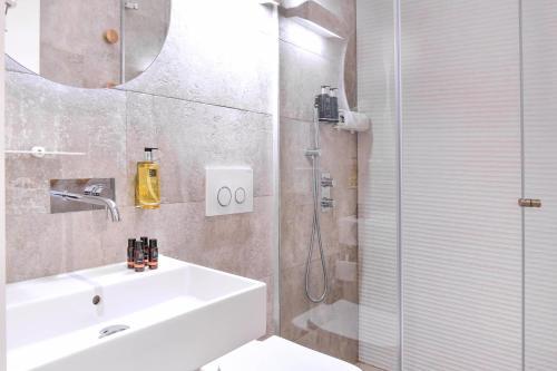 A bathroom at My Story Hotel Tejo