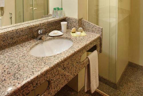 Um banheiro em Windsor Guanabara