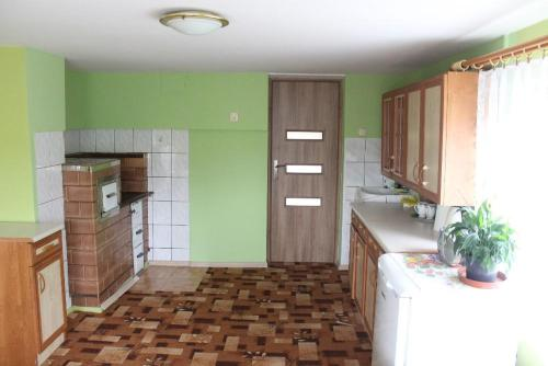 A kitchen or kitchenette at Dom na Zaciszu