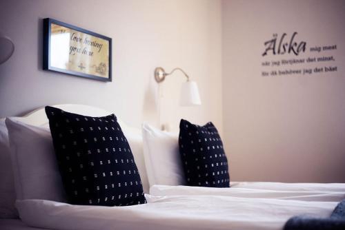 Säng eller sängar i ett rum på Lilla Hotellet