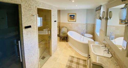 A bathroom at Crossbasket Castle