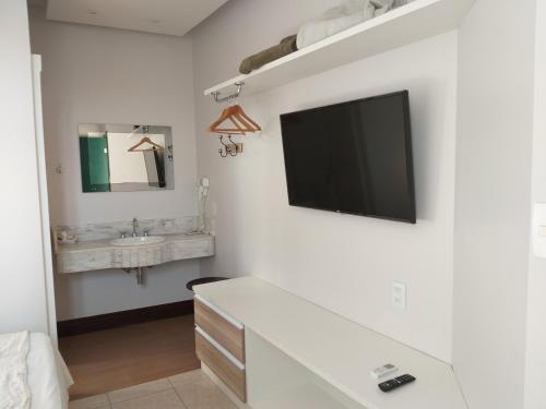 A television and/or entertainment centre at Hotel Pousada da Mangueira