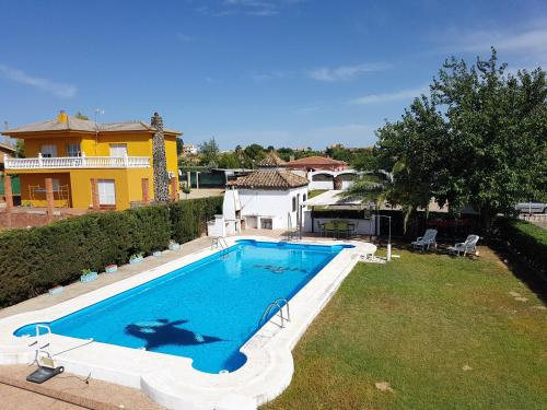 Villa with 3 bedrooms in Linares with private pool and WiFi 120 km from the slopes