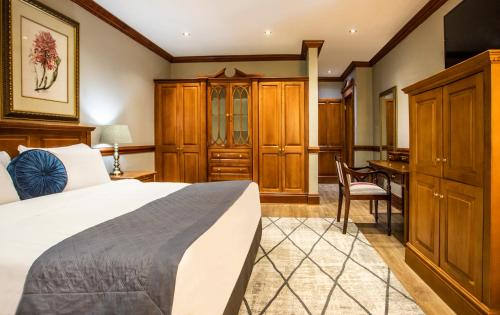 A bed or beds in a room at Avani Gaborone Resort & Casino