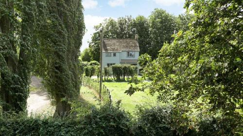 Pair of Secluded Rural Cottages near Oxford