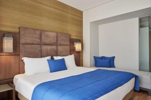 Ένα ή περισσότερα κρεβάτια σε δωμάτιο στο Arion Athens Hotel