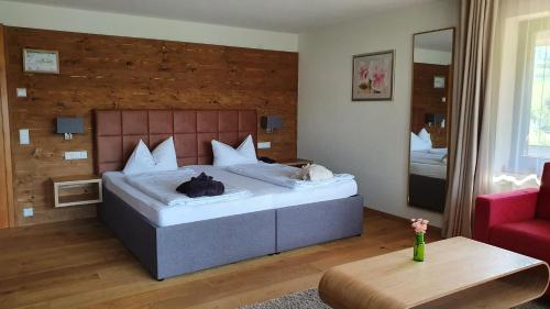 A bed or beds in a room at Landhaus Langeck