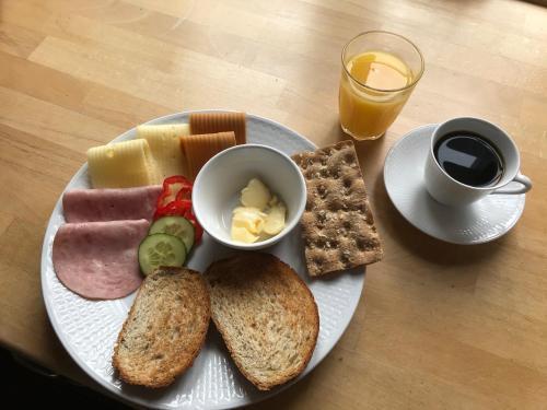 Frokost for gjester på Kirkvollen pilegrimsgård