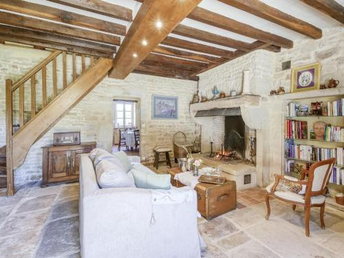 A seating area at Lovely Farmhouse in Talon with Fireplace