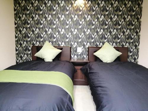 Tempat tidur dalam kamar di Hotel Sakura