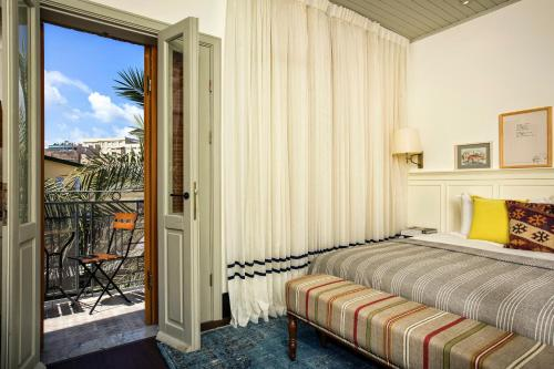A bed or beds in a room at Market House - An Atlas Boutique Hotel