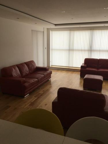 A seating area at Sealand Court Apartment Rochester