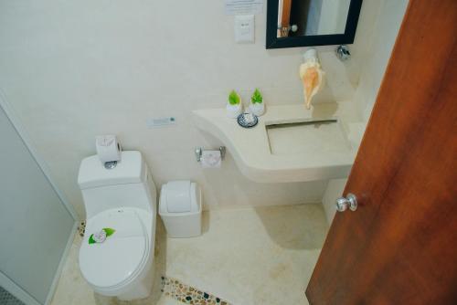A bathroom at Corazon Mexicano Holbox