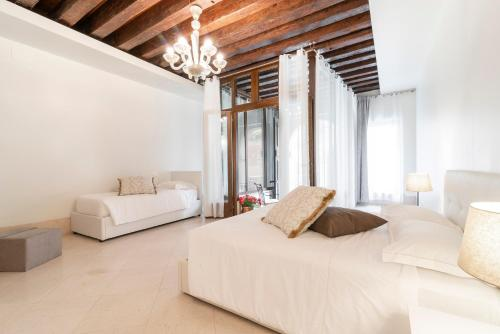 A bed or beds in a room at Riva Palace Apartments