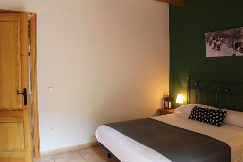 Cama o camas de una habitación en Apartaments Turistics Cal Ferrer