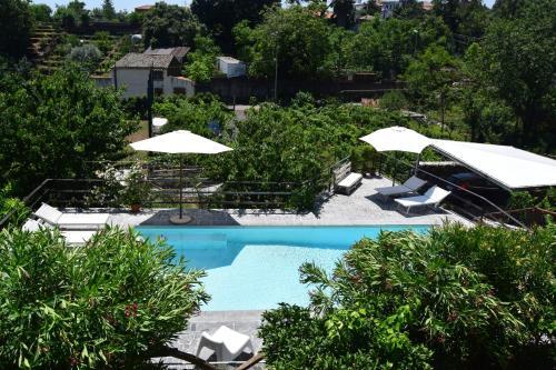 Vista sulla piscina di Le Case Di Bacco o su una piscina nei dintorni