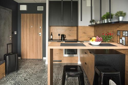 Kuchyň nebo kuchyňský kout v ubytování Wola Loft Apartment