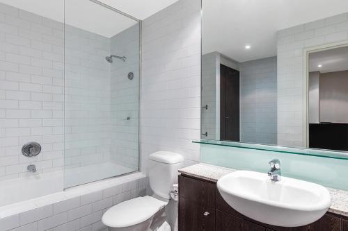 A bathroom at Adina Apartment Hotel Sydney Central