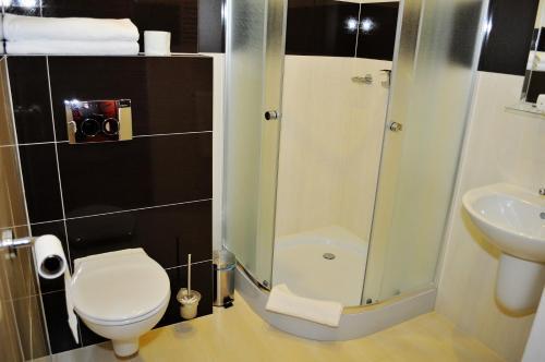 Łazienka w obiekcie Hotel 365