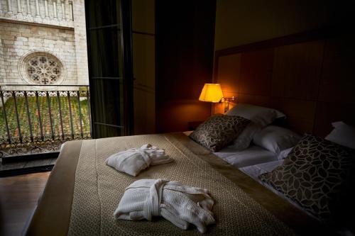 Cama o camas de una habitación en Nexus Valladolid Suites & Hotel