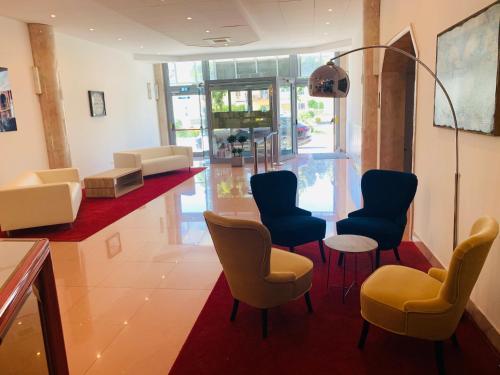Lounge oder Bar in der Unterkunft Hotel Verdi
