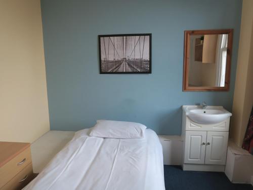 Łóżko lub łóżka w pokoju w obiekcie Strand Continental