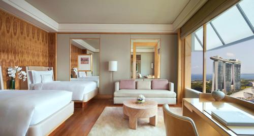 A seating area at The Ritz-Carlton, Millenia Singapore (SG Clean)