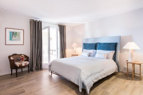 A bed or beds in a room at Villa Philae